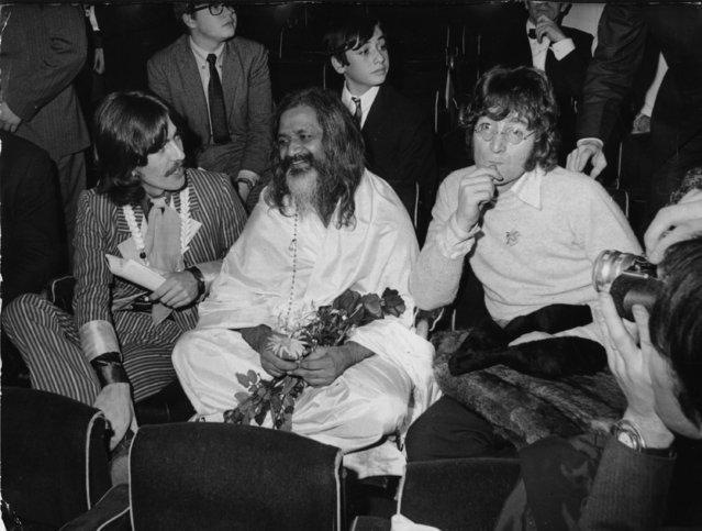 """Maharishi Mahesh Yogi, considered as the """"spiritual father"""" of the Beatles sits amidst George Harrison, left and John Lennon, during the UNICEF gala at the Palais du Chaillot in Paris, December 15, 1967. (Photo by AP Photo)"""