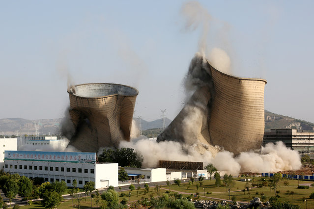 Cooling towers collapse during a controlled demolition at Huadian Shiliquan power plant in Zaozhuang, Shandong province, China September 29, 2018. (Photo by Reuters/China Stringer Network)