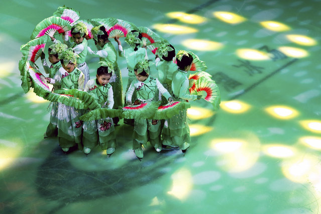 """Young Chinese ice skaters wearing traditional costumes perform at a Christmas event """"The Song of Joy on Ice"""" at a shopping mall in Beijing, Friday, December 23, 2016. Although Christmas is not traditionally celebrated in China, shopping malls welcome the festival with organizing activities to attract shoppers as a chance to boost year end sales. (Photo by Andy Wong/AP Photo)"""