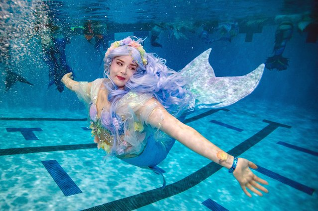 A mermaids swims during MerMagic Con at the Freedom Aquatic Center in Manassas, Virginia on August 7, 2021. (Photo by Joseph Prezioso/AFP Photo)