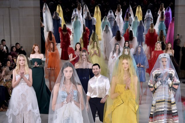 Fashion designer Alexis Mabille (C) acknowledges the audience at the end of the 2017 spring/summer Haute Couture collection on January 24, 2017 in Paris. (Photo by Alain Jocard/AFP Photo)