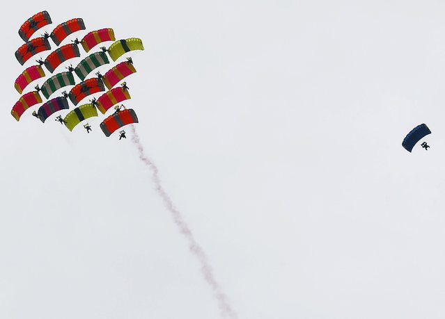 Egypt's parachuters perform at the opening the Egyptian International Parachuting Championship, which is organized by the Egyptian Parachuting and Air Sports Federation (EPAF), in Giza, Egypt March 2, 2016. (Photo by Amr Abdallah Dalsh/Reuters)