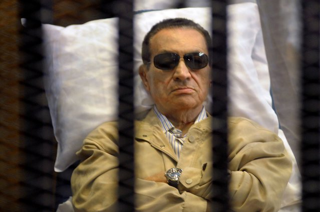 Ousted Egyptian president Hosni Mubarak sits inside a cage in a courtroom during his verdict hearing in Cairo on June 2, 2012. (Photo by AFP Photo/STR)