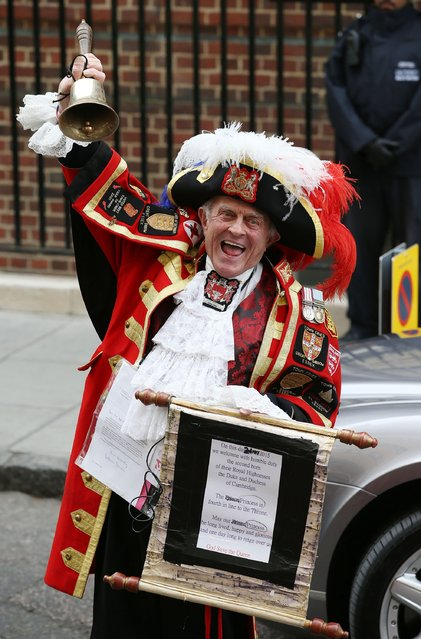 A Town Crier makes the announcement that Catherine, Duchess Of Cambridge has given birth to a baby girl, outside the Lindo Wing at St Mary's Hospital on May 2, 2015 in London, England. (Photo by Chris Jackson/Getty Images)