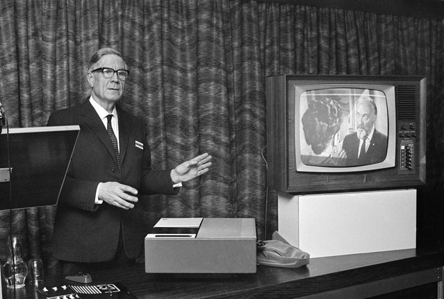 Prototype VCR shown in the U.K. in 1968. (Photo by Hulton Archive/Getty Images)