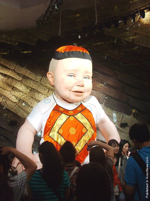 The electronically animated giant baby Miguelin