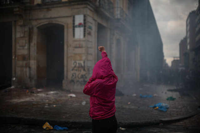 Thousands of protesters are seen streamed into the central Bolivar Square in clashes with the Mobile Anti-Disturbances Squadron (ESMAD in Spanish) in Bogota, Colombia on November 21, 2019. President Ivan Duque's government had ramped up security measures ahead of the marches, in the fear that Colombia could join the violent protest wave sweeping other Latin American countries. (Photo by Juancho Torres/Anadolu Agency via Getty Images)