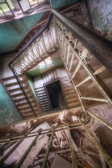 Inside the Beelitz Military Hospital in Germany, where Adolf Hitler was once a patient. (Photo by Roman Robroek/SWNS.com)