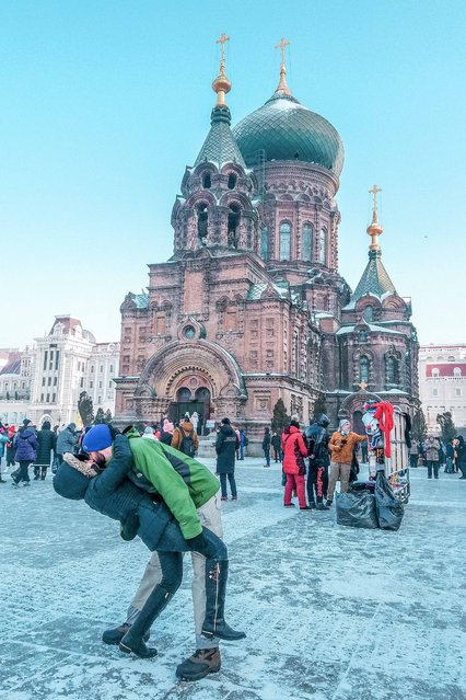 Husband and wife Rob 34 and Joli Switzer 33 from Maryland, USA do their DipKiss pose in Harbin, China at St. Sophia Cathedral. (Photo by Dipkiss Travels/Caters News Agency)
